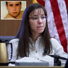 JODI ARIAS PAUSES AS SHE TESTIFIES DURING HER MURDER TRIAL IN MARICOPA COUNTY SUPERIOR COURT IN PHOENIX